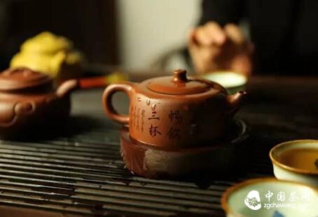 撮把新茶注玉杯,可助诗人笔花飞