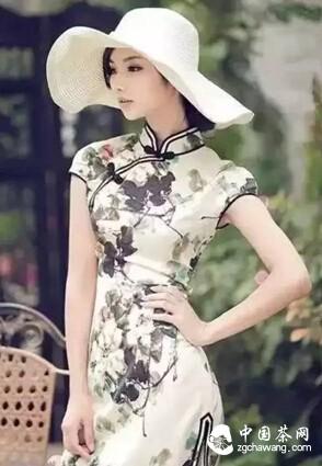 旗袍女子如茶,有一种不言的高贵