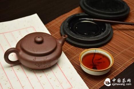 泡普洱茶的最高境界,让茶叶的清香四处飘溢