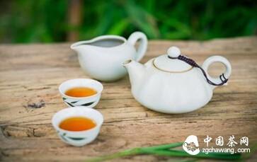什么是普洱茶?自然与真实并存的一盏醇香