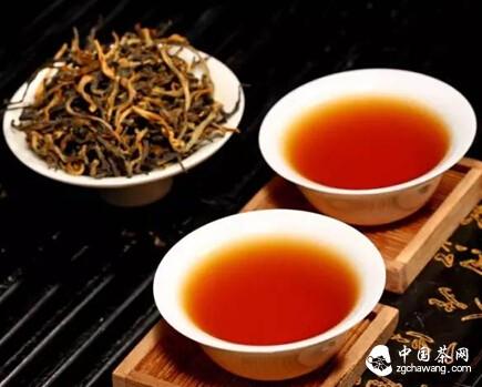 茶香如爱,而我在茶底,等人品尝香茗!
