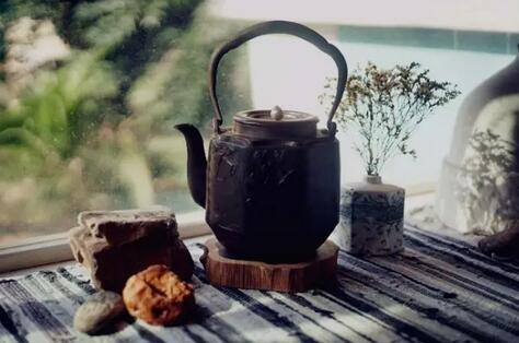 把秋冷冬寒泡在茶里过