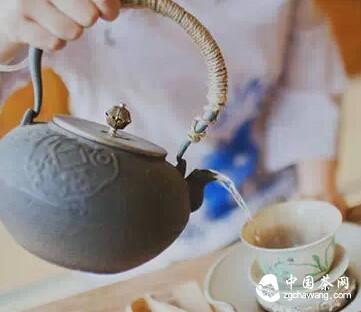 泡茶,请正确掌握注水方式