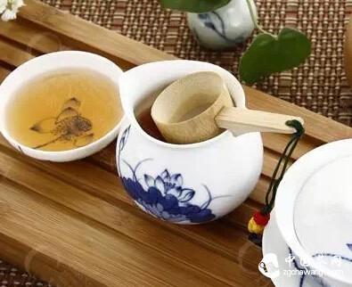 距茶道只差一步之遥?学习使用盖碗茶壶,泡茶要先会倒茶