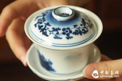茶艺礼仪:茶艺师教你奉茶的技巧