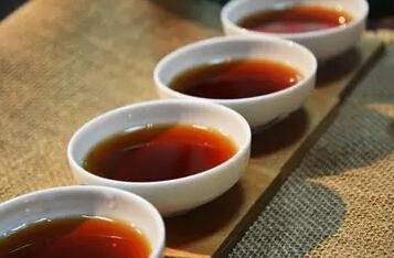 心中有往事可追忆时, 最易饮茶